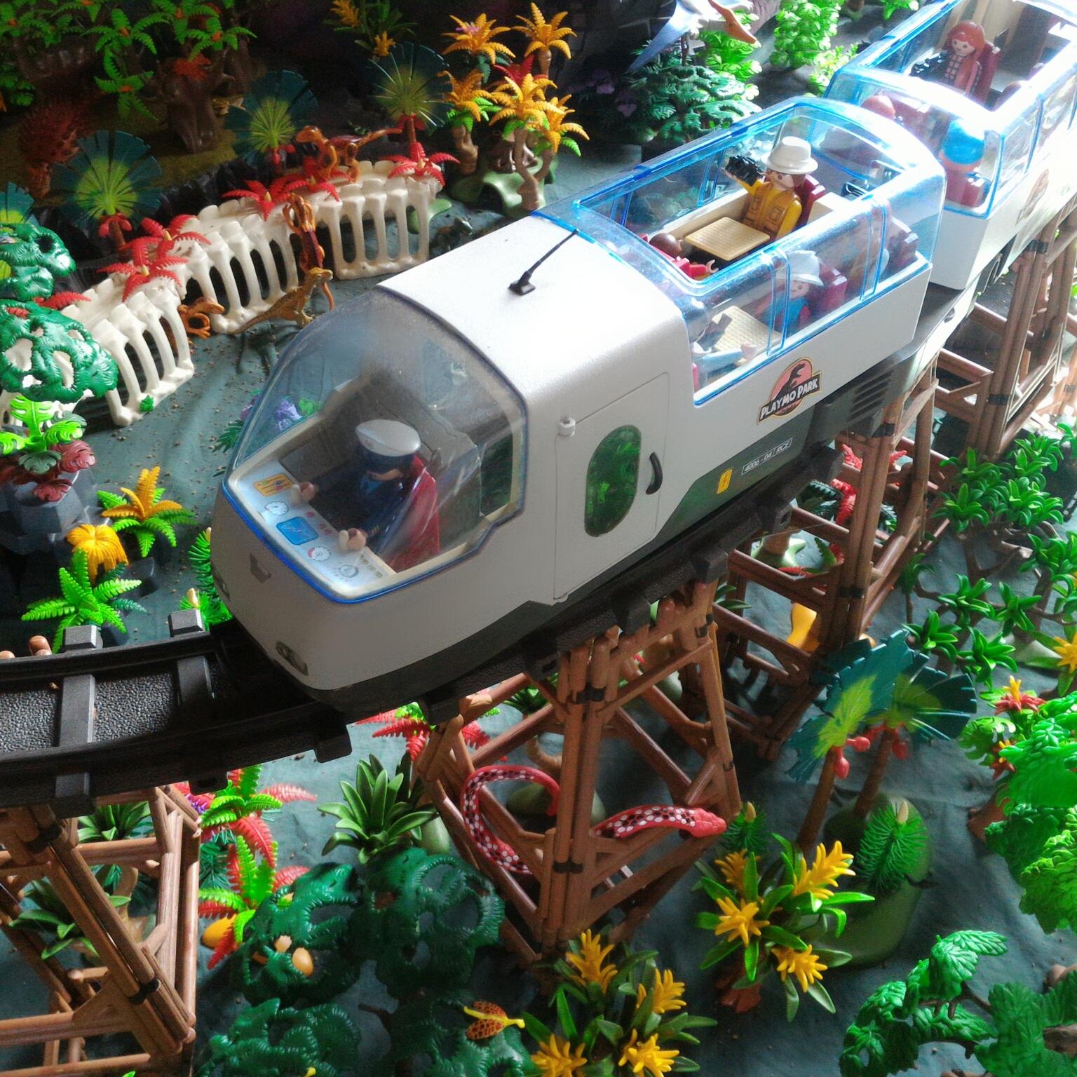 """Le parc d'attraction """"Jurassic Park"""" réalisé à base de Playmobil"""