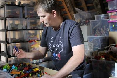 Dominique bethune collectionneur de playmobil fait le tri de 8 annees d'achats de playmobil, exposition playmobil, collectionneur de playmobil, organiser une exposition playmobil